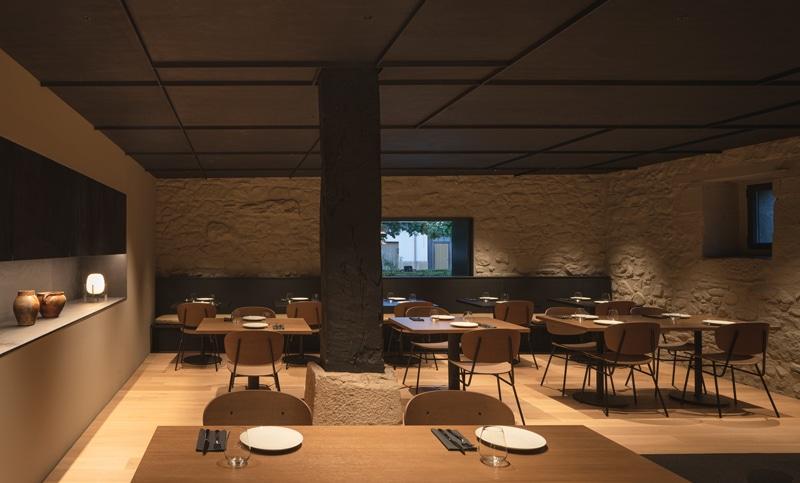 Sillas Fosca en el restaurante del Hotel Casa Grande diseñado por Francesc Rifé. Foto de David Zarzoso. - Muebles de diseño - Blasco&Vila