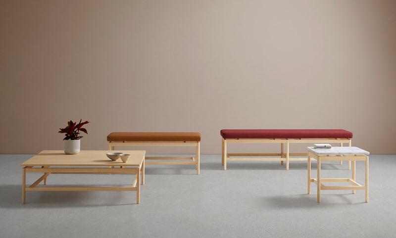 Mesa y banquetas de la colección rem en madera natural y diferentes tapizados - Muebles de diseño por Blasco&Villa